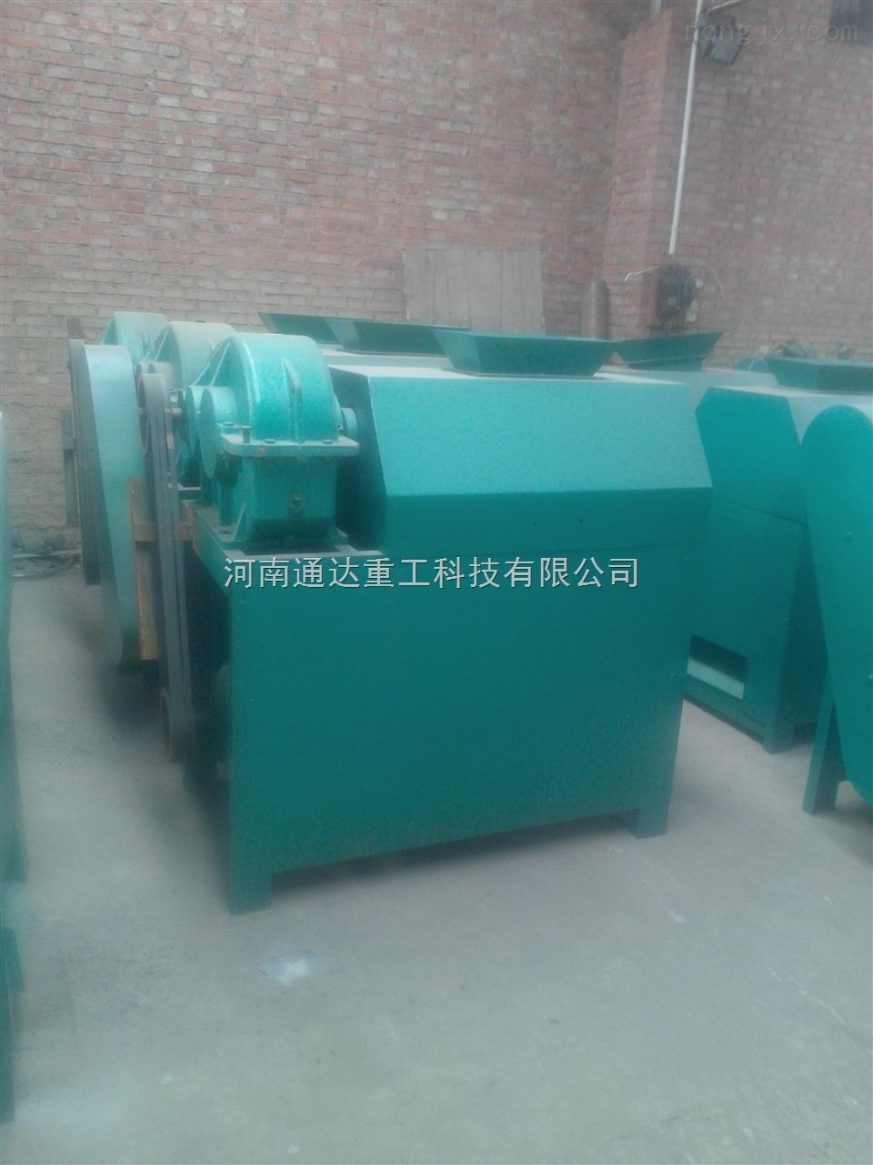 肥料造粒机-对辊挤压造粒机-氮磷钾对辊挤压造粒机-黑龙江通达重工研发基地