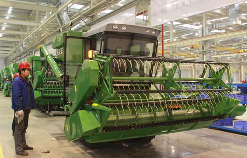 奇瑞重工小麦联合收割机 高清图片